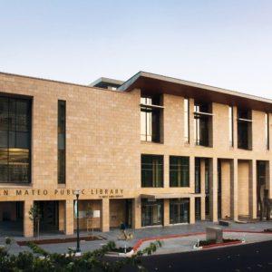 Façade bâtiment public en pierre naturelle Cenia beige - Finition flammée