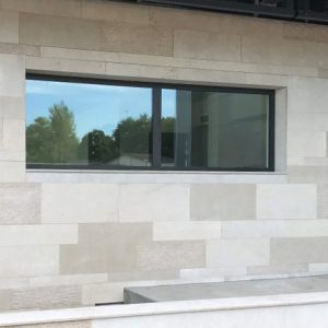 Natural stone Cèdre Gray facade - Blend of finishes (layered, curly, flammable, brushed), free length