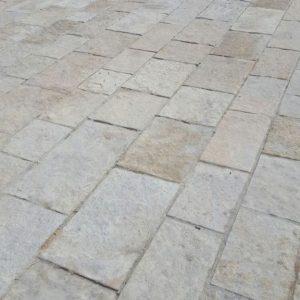 Dalles extérieures en pierre calcaire de Saint Laurent
