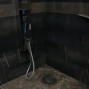 Natural stone shower Delfina Black Limestone - Mix of finishes