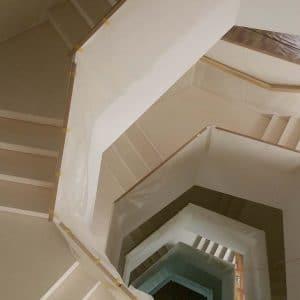 White limestone indoor staircase - Delfina White Latin