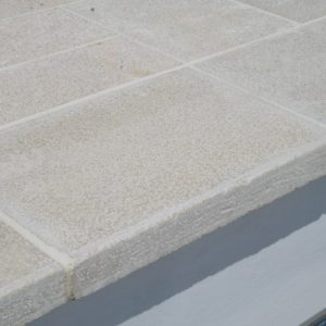 Cèdre Gray Natural Stone coping - Chiselled Cork Finish