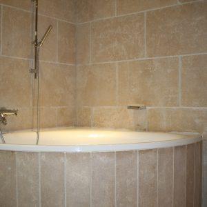 Natural stone wall and bathtub