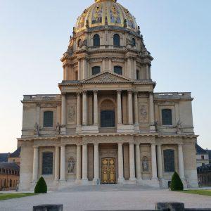L'Hôtel des Invalides, construit en Pierre de Saint Maximin