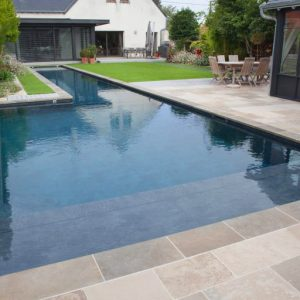 Natural stone pool - Play of shades and finishes