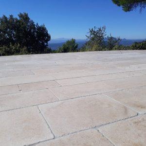 Natural slab terrace in Cèdre Bronze