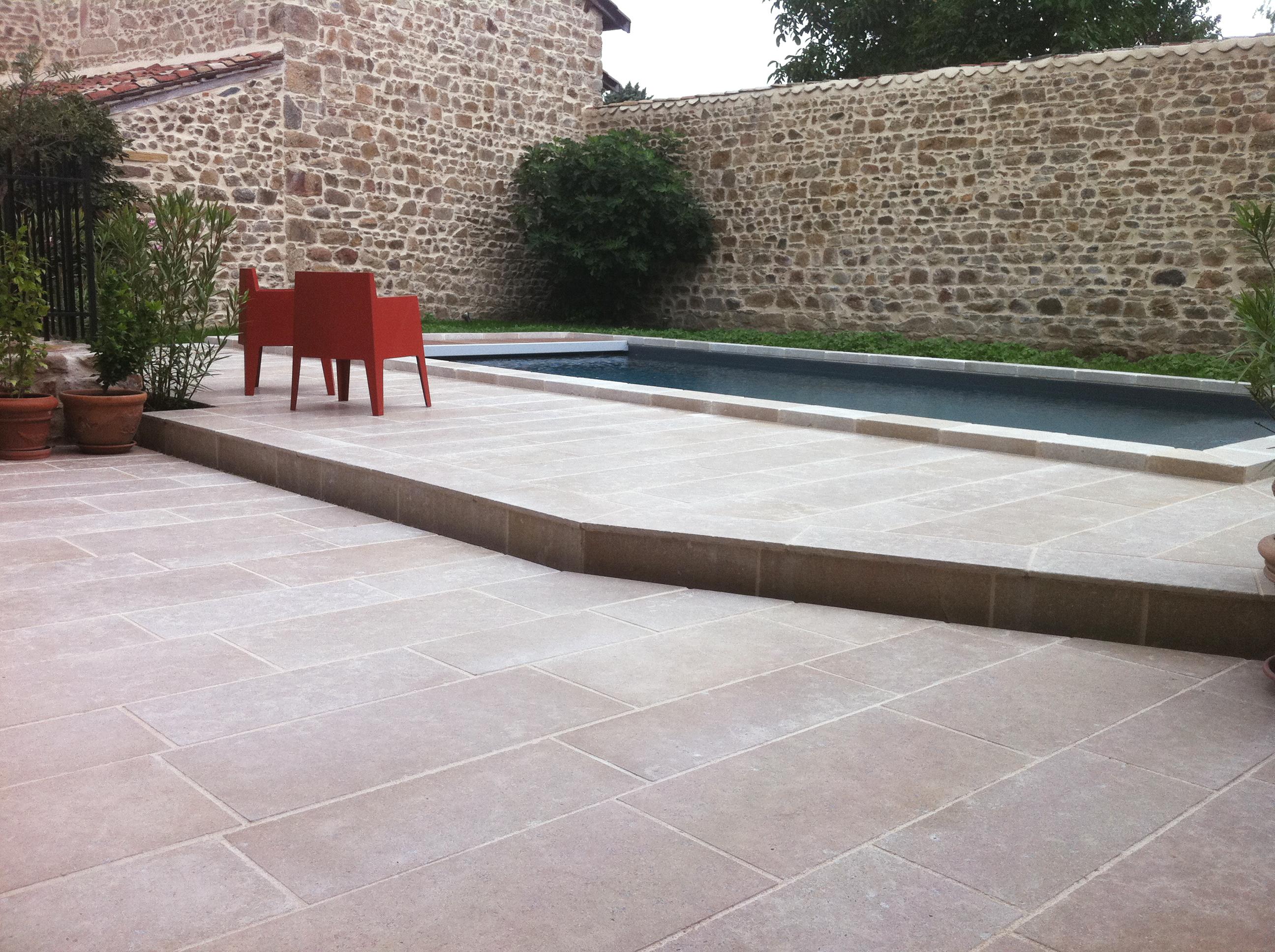 Piscine En Pierre Hors Sol piscine et margelle en pierre naturelle - créa stone