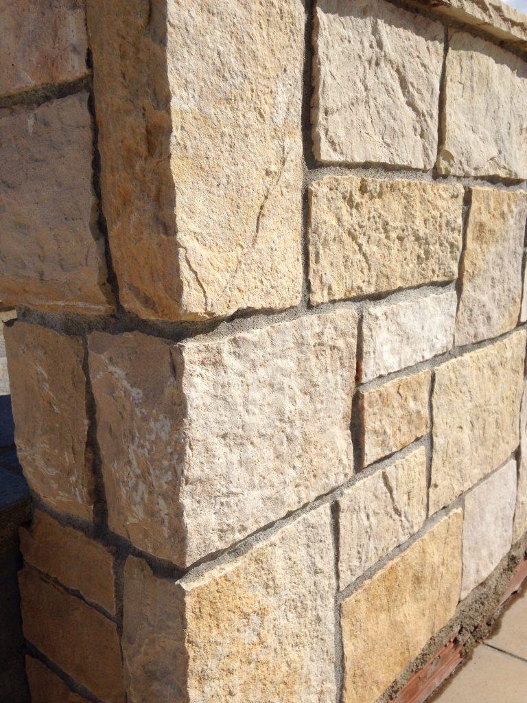 Mur En Pierre Naturelle in natural stone of saint laurent - créa stone
